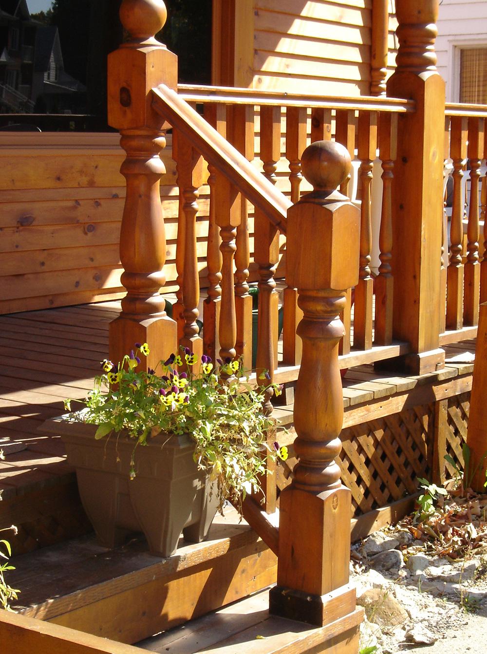 Pototype b nisterie poteaux et barreaux en bois ornemental for Poteau bois exterieur